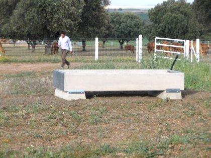 Prefabricados de hormigon para el ganado for Prefabricados de hormigon murcia